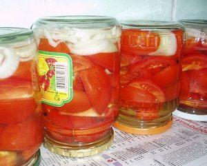 Консервирование помидор половинками или дольками .