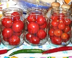 Консервирование помидор.