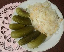 Салат из капусты с солеными огурцами на зиму.
