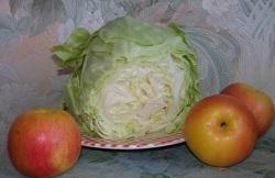 Капуста квашеная, фаршированная яблоками.