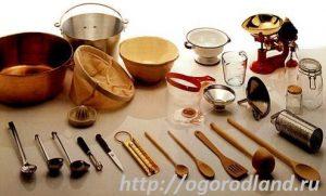 Тара и инвентарь, необходимые при домашнем консервировании.