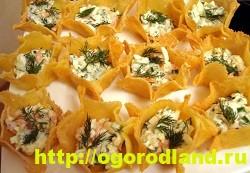 Сырные тарталетки с креветками и помидором