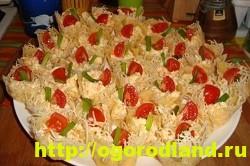 Сырные тарталетки с курицей и грибами