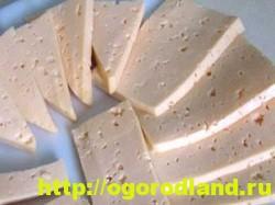 Сыр, нарезанный ломтиками
