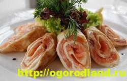 Блины с красной рыбой и сливочным маслом