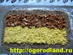 Печеночный рулет с грибами и яйцами