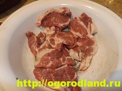 Свиная отбивная под шубой, запеченная в духовке