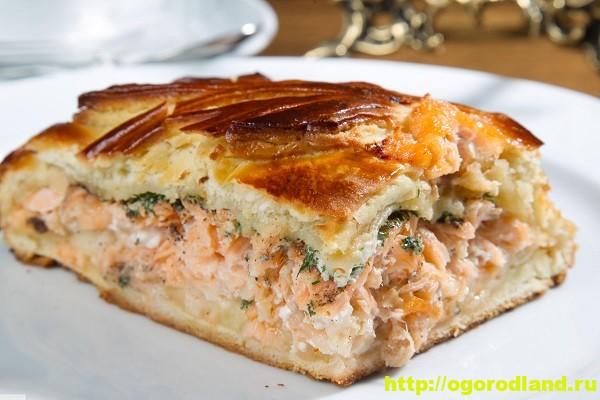Пирог с лососем и грибами
