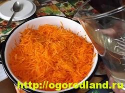 Морковь на зиму по-корейски. Пошаговый рецепт с фото 12