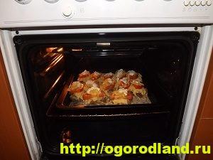 Свиная отбивная в горчичном маринаде с овощами и сыром