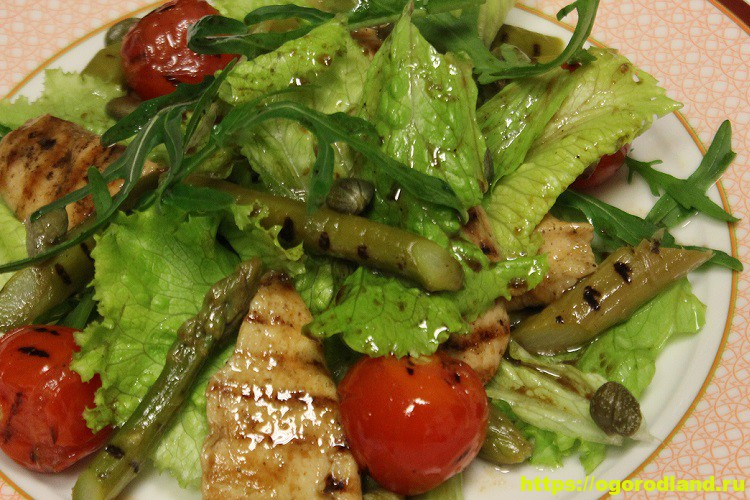 Салат с жареной свининой и овощами на лаваше 13
