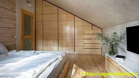 Как обустроить функциональную мансардную спальню
