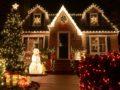 Как украсить двор частного дома к Новому году?